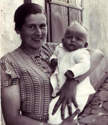 Janet Singer Applefield a baby with her mother, Maria Singer, who was shot to death in 1943.